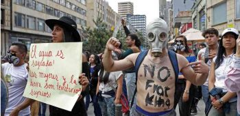 Ambientalistas y abortistas protesta contra Francking